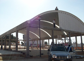 Fabricación de sistemas de muros para techos curvos